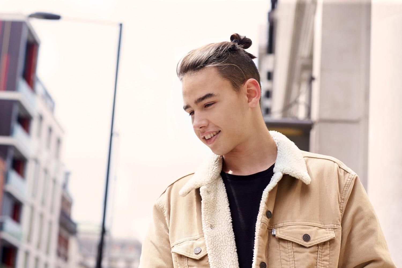5 Gaya Rambut Man Bun yang Buat Kamu Makin Keren