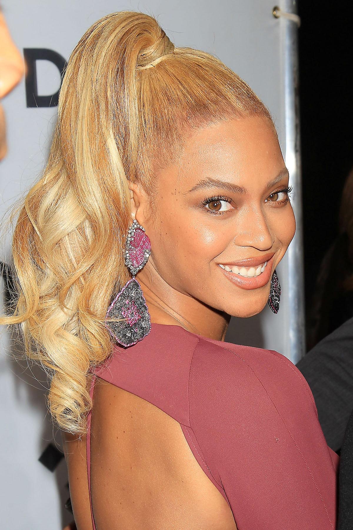 Beyonce ponytail tinggi
