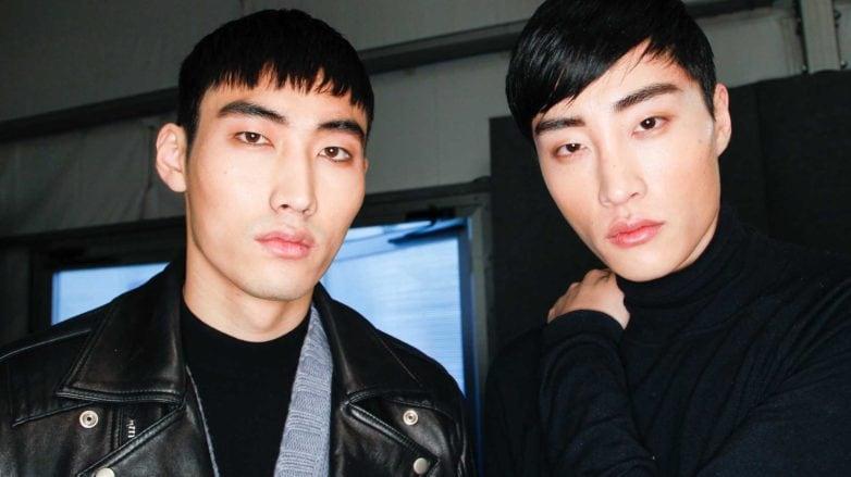 Dua pria Asia dengan model rambut undercut pendek.