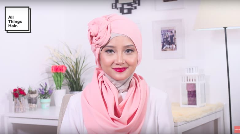 gaya-hijab-wisuda-1-782x439.png