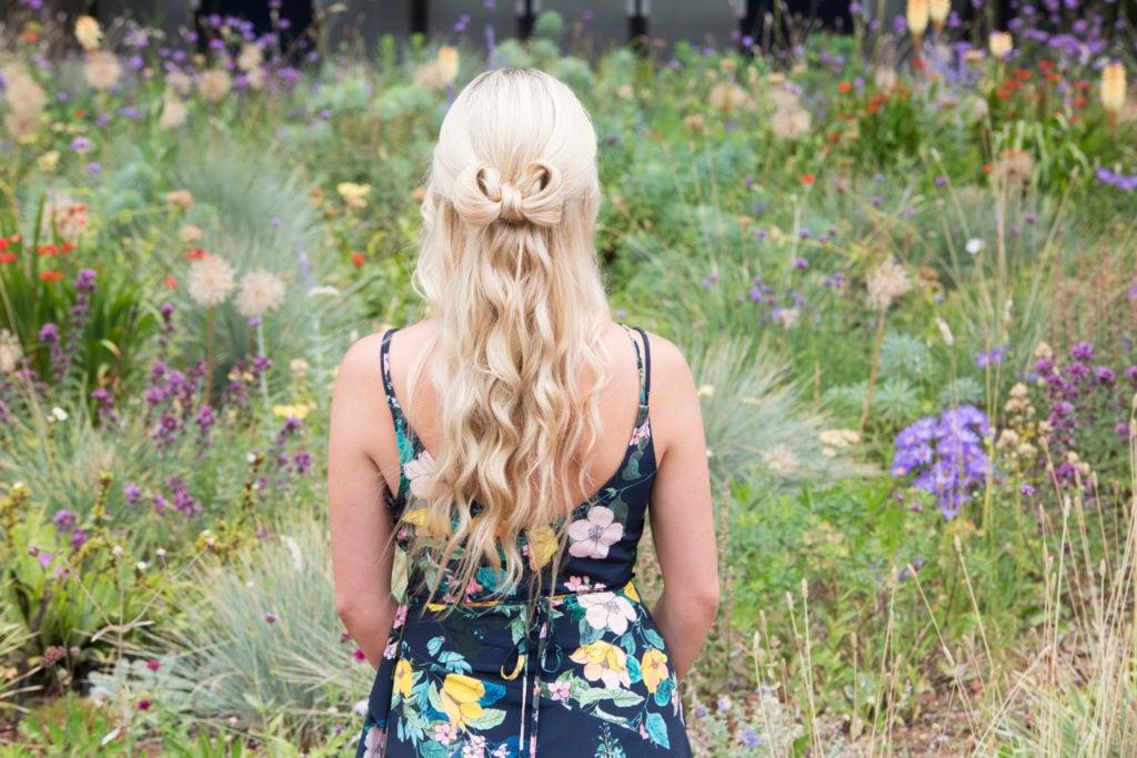 model rambut untuk bridesmaid gaya bow hair