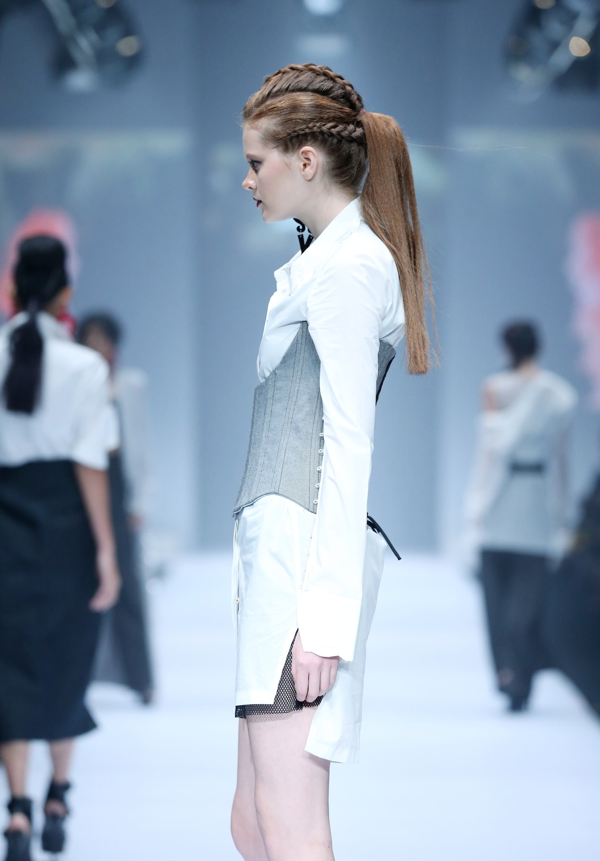 Trend model rambut runway gaya triple braids ponytail - jfw 2017