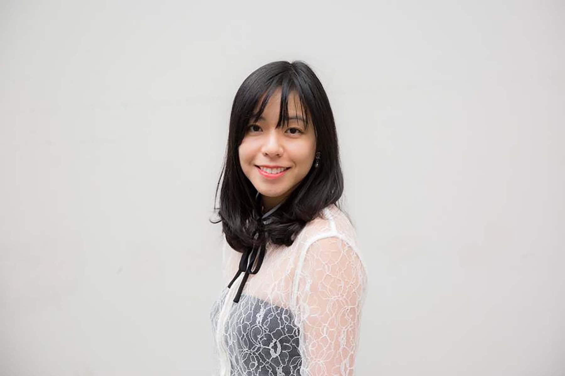 Wanita asia dengan poni tipis see through bangs - cara menata poni pendek