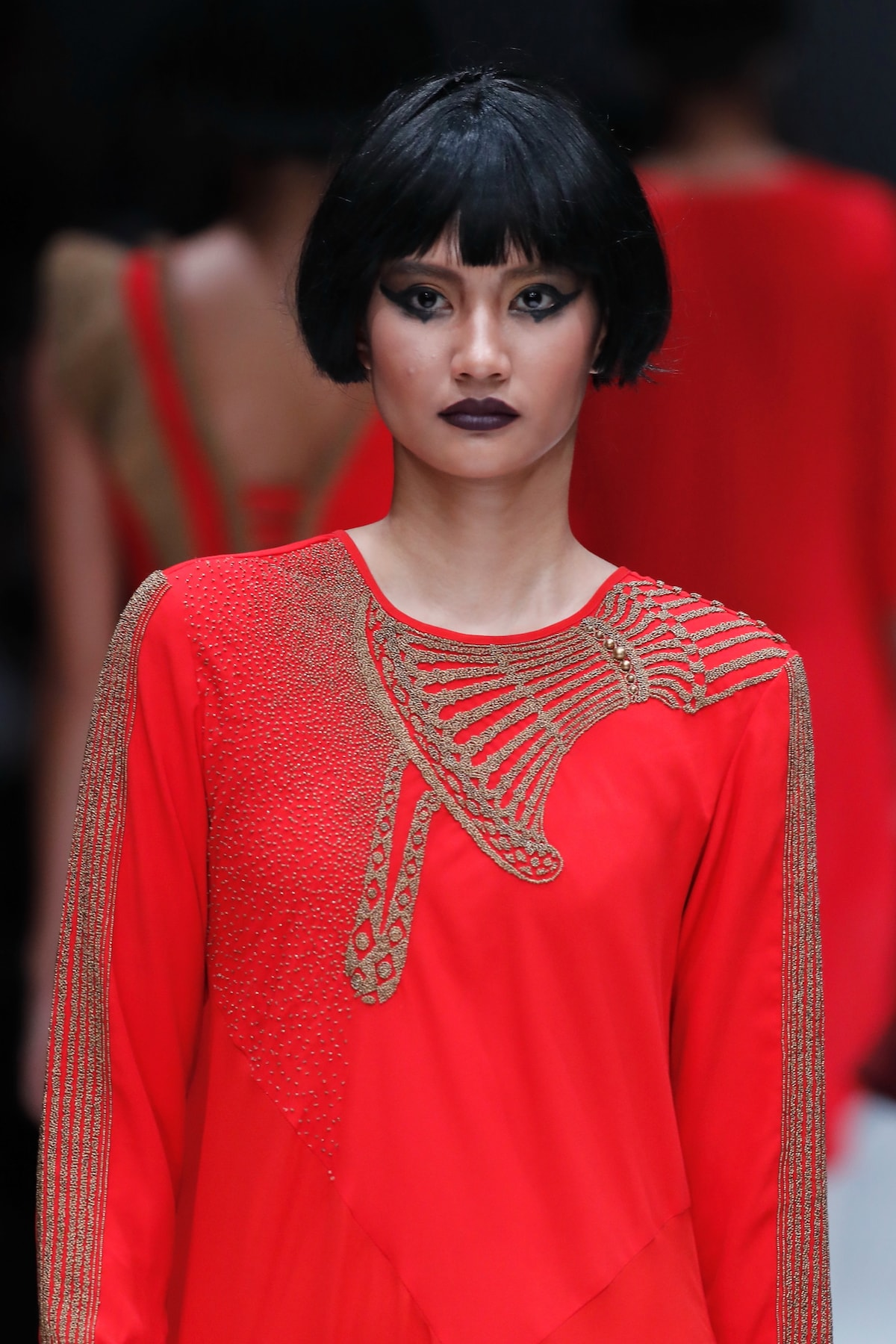 Wanita asia dengan model rambut bob untuk rambut tipis.