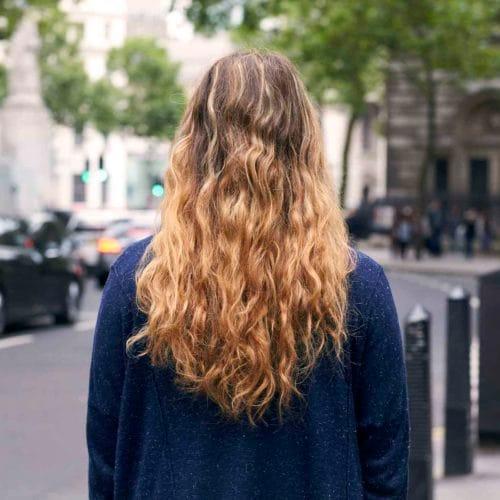Makin Keren Dengan 16 Model Rambut Keriting Panjang Berlayer