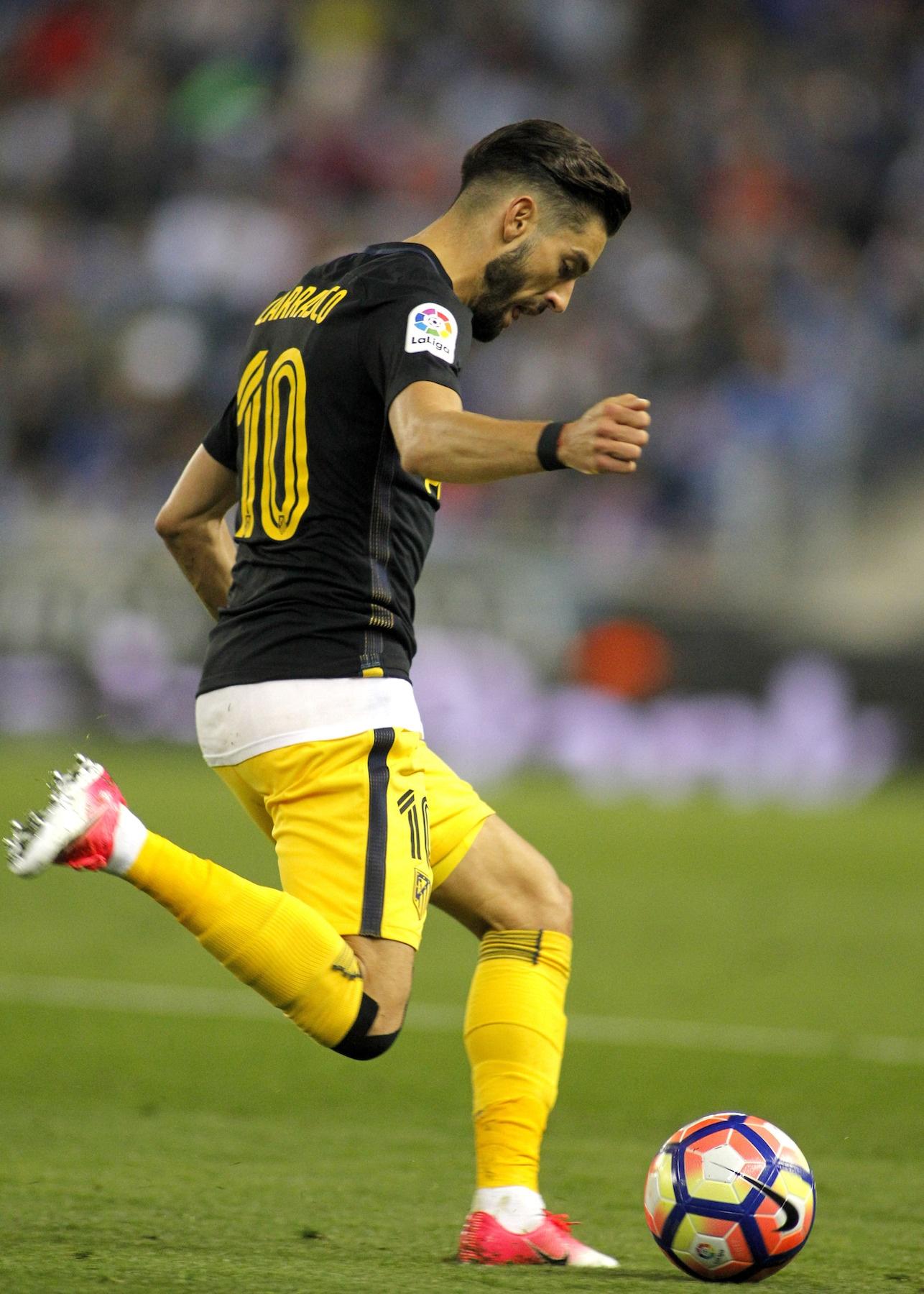 Yannick Ferreira Carrasco gaya rambut pemain sepak bola.