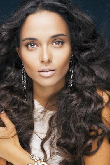 2. wanita asia dengan warna rambut untuk kulit gelap pada kulit tan
