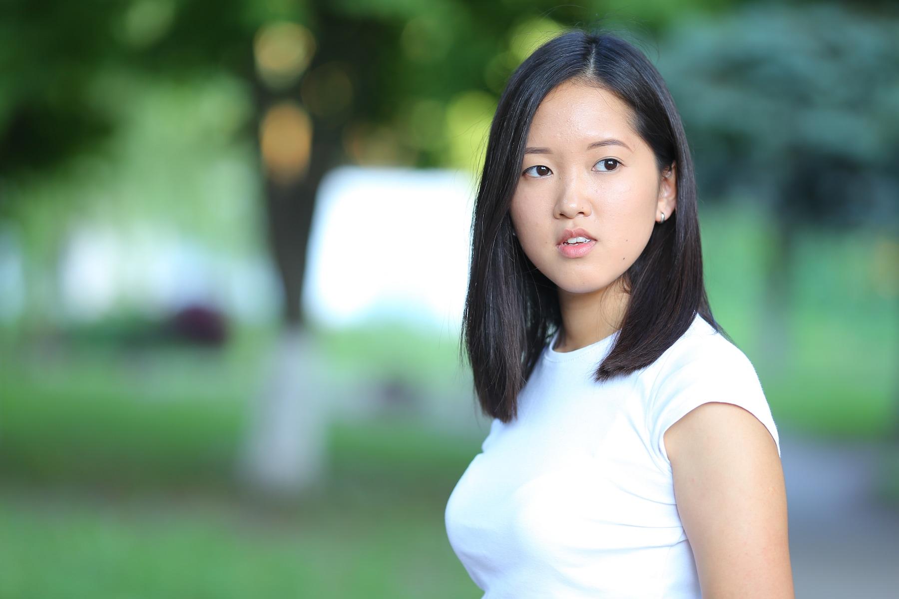 Wanita asia dengan model rambut sebahu untuk wajah bulat soft layer