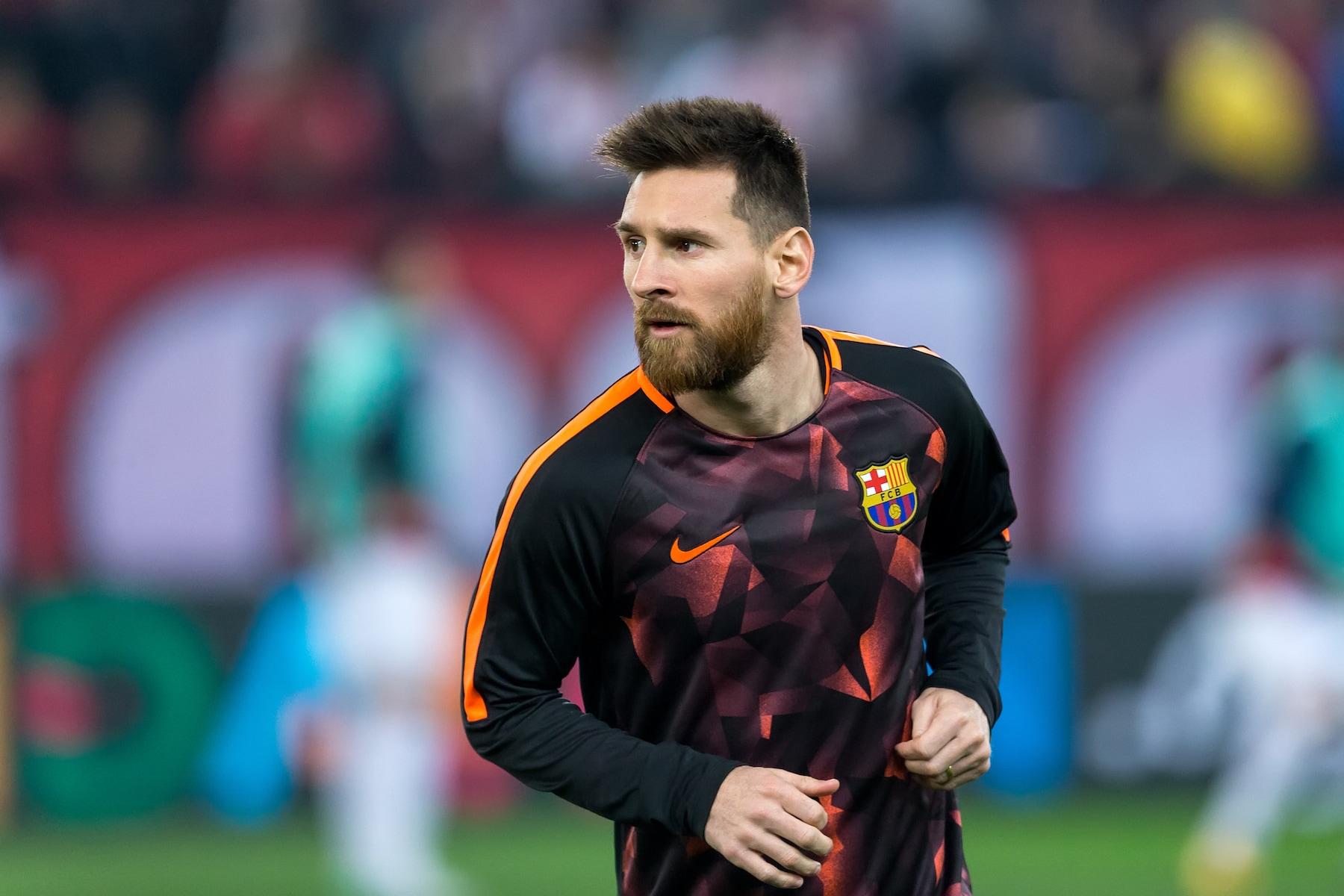 Lionel messi gaya rambut pemain sepak bola.