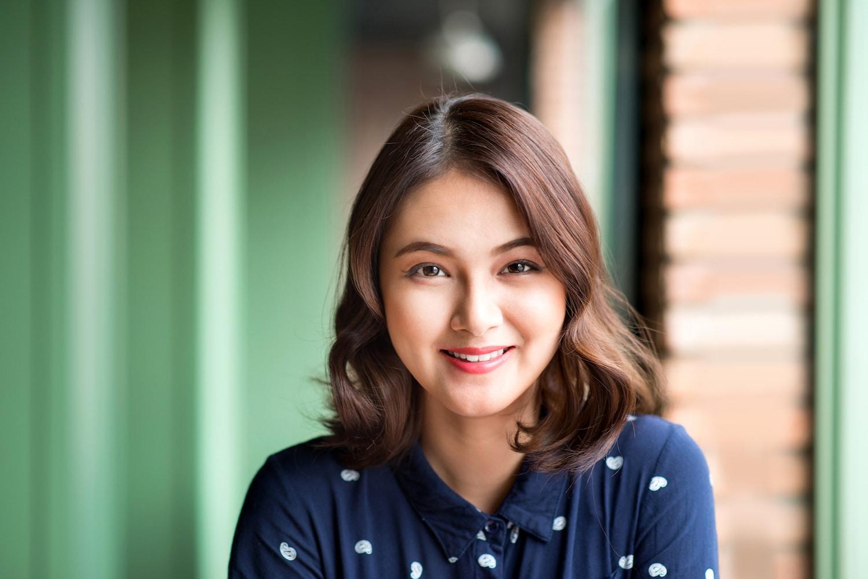 Wanita asia dengan model rambut bob untuk rambut tipis wavy bob