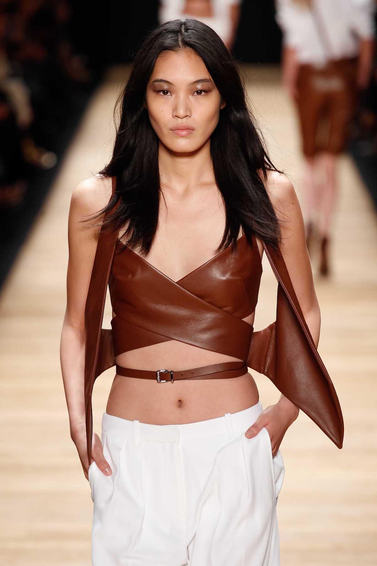 9. wanita asia dengan model rambut untuk wajah panjang rambut panjang layer