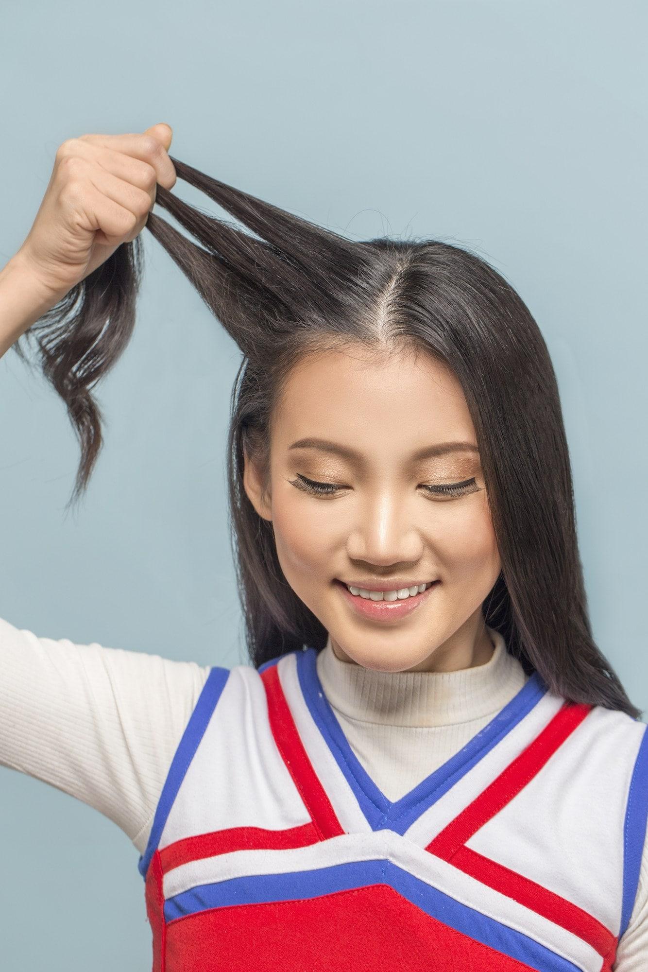 keramas-dengan-air-panas-menyebabkan-rambut-lepek