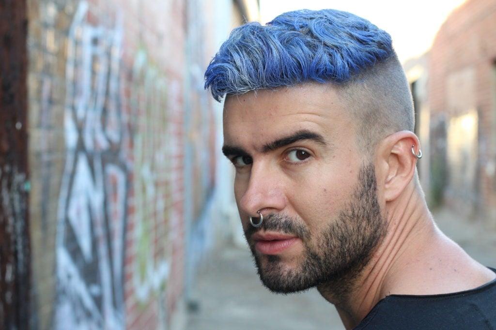 Gaya Rambut Pria Warna Biru 4