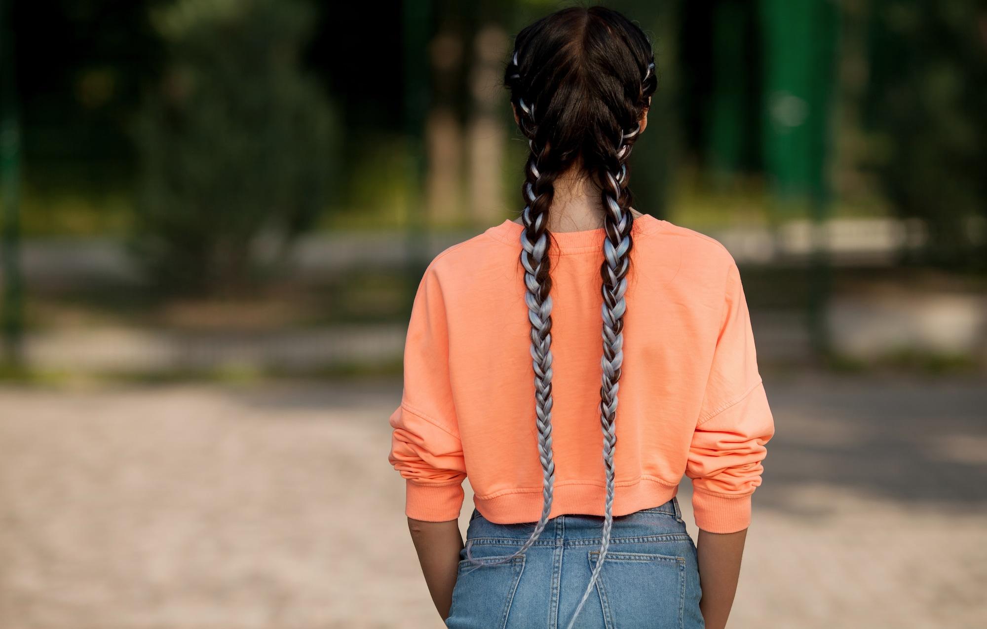 12 kepang rambut dua gaya dutch braid pada rambut panjang