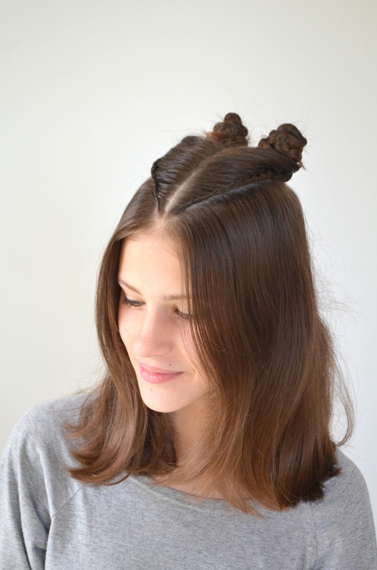 3 gaya rambut kepang dua double buns dengan variasi kepang