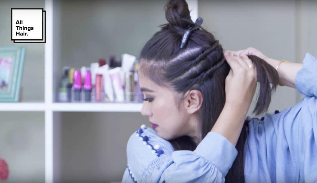 Membuat twist pada kedua sisi. - model rambut festive bold twisted hairstyle