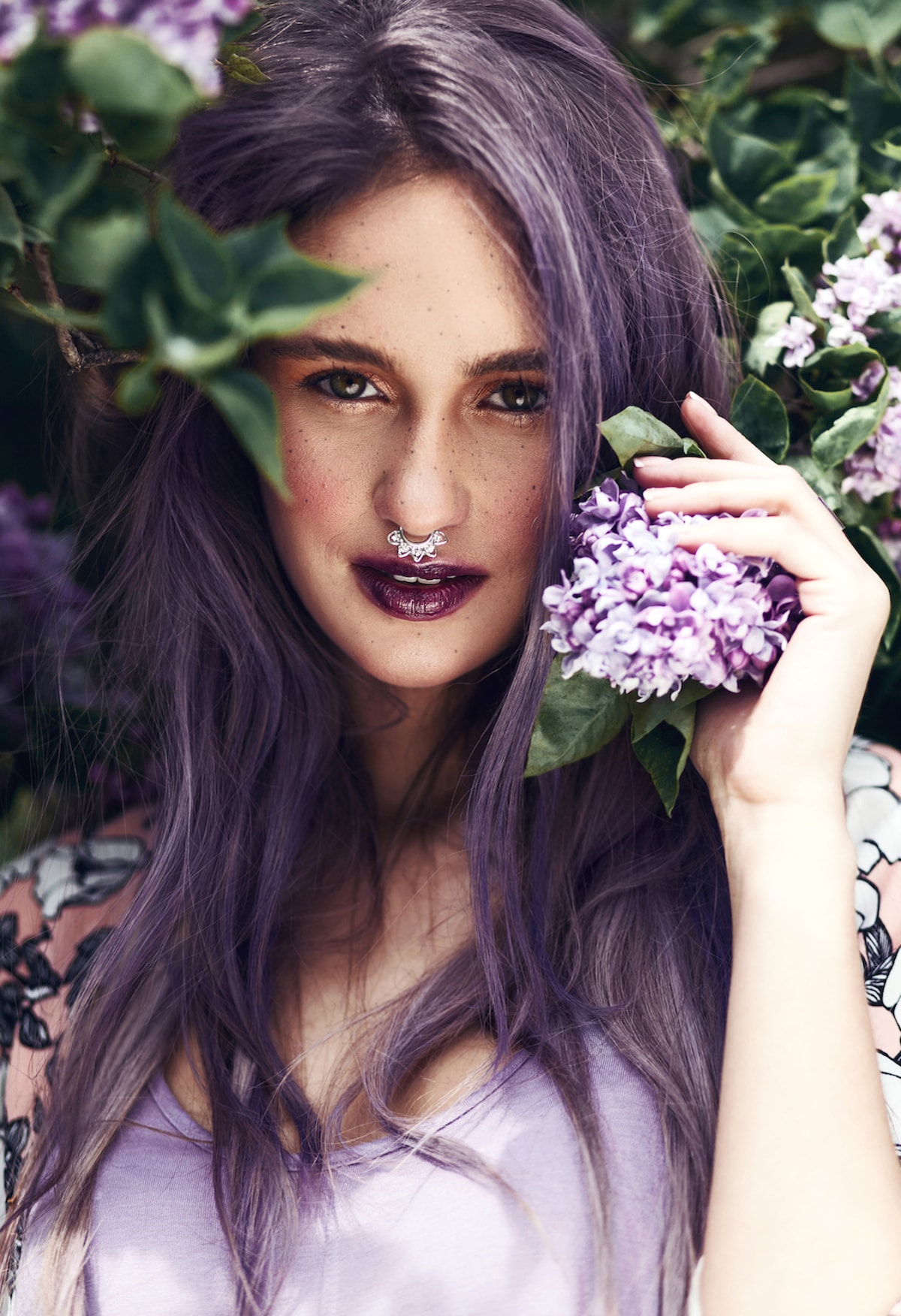 Warna rambut ungu keabuan - ash purple violet