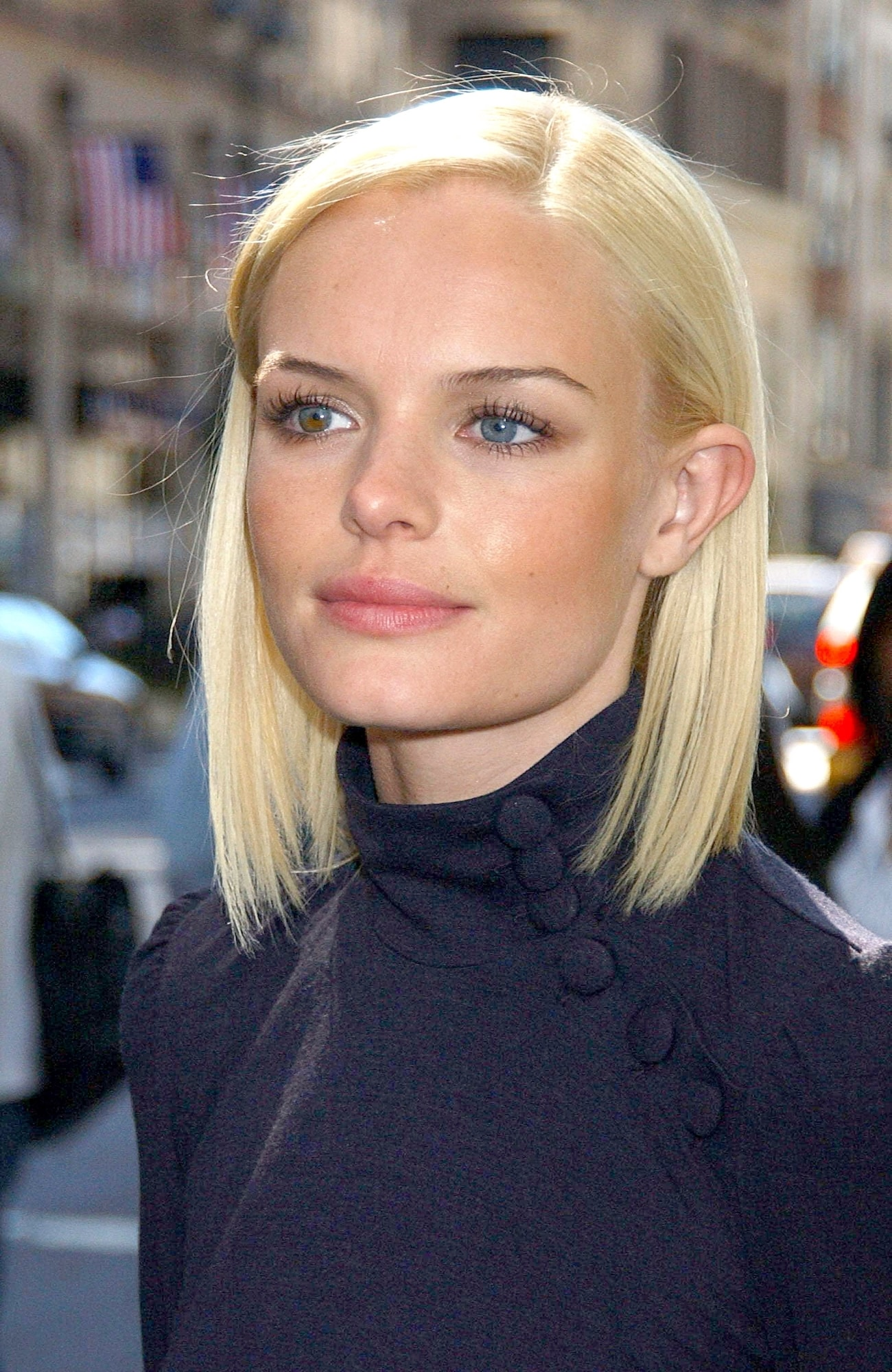 Model rambut pendek untuk wajah bulat tanpa layer.