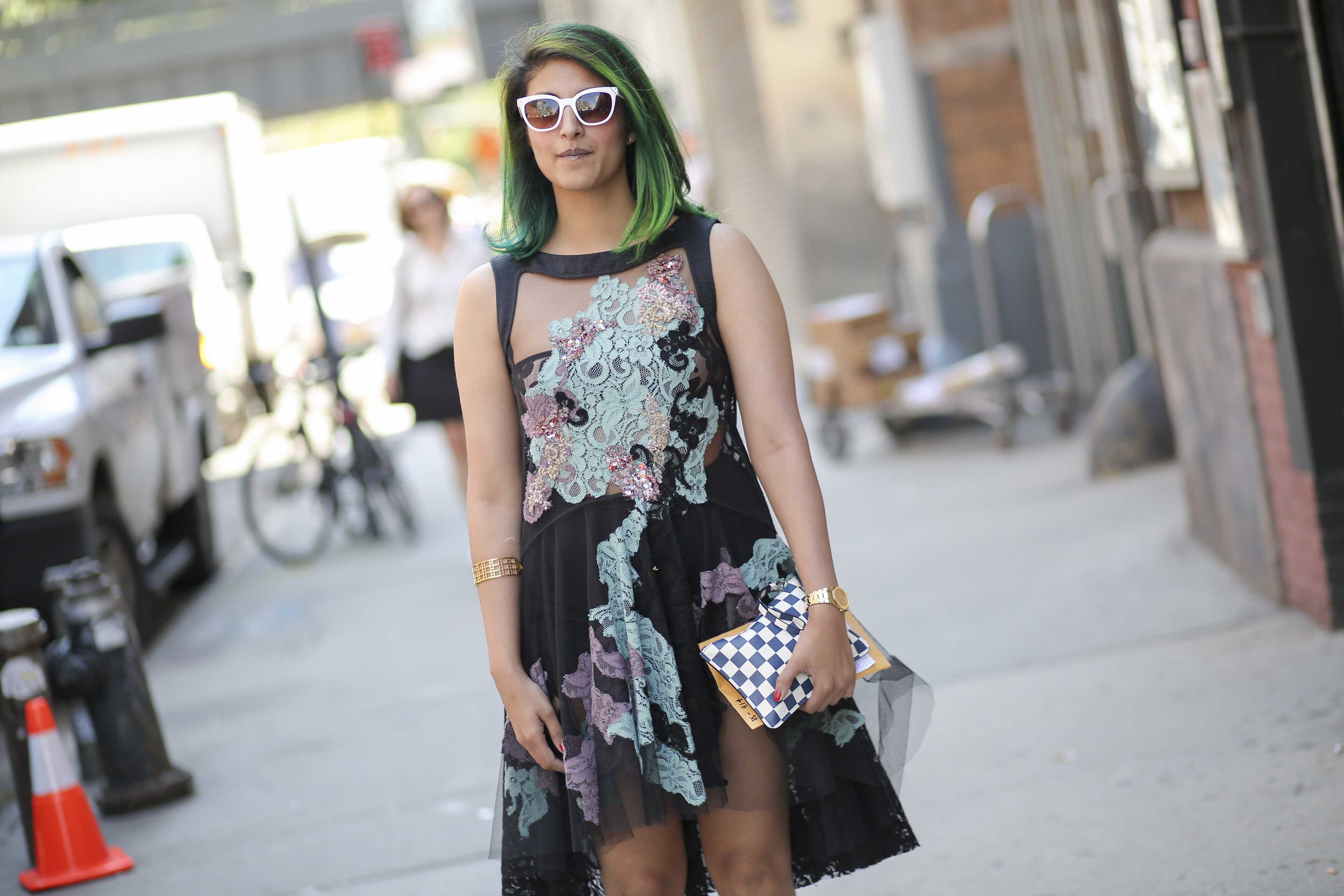 Warna rambut hijau muda mermaid hair.
