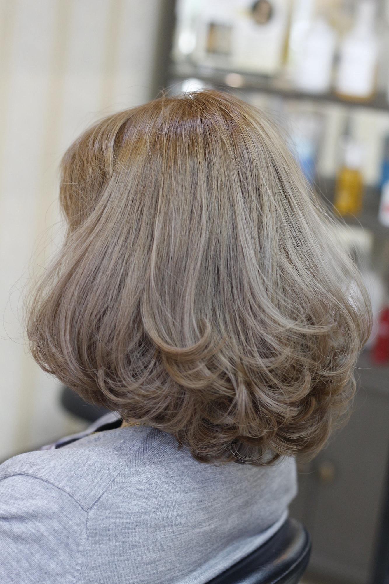 3 warna rambut ash cokelat dengan rona abu abu