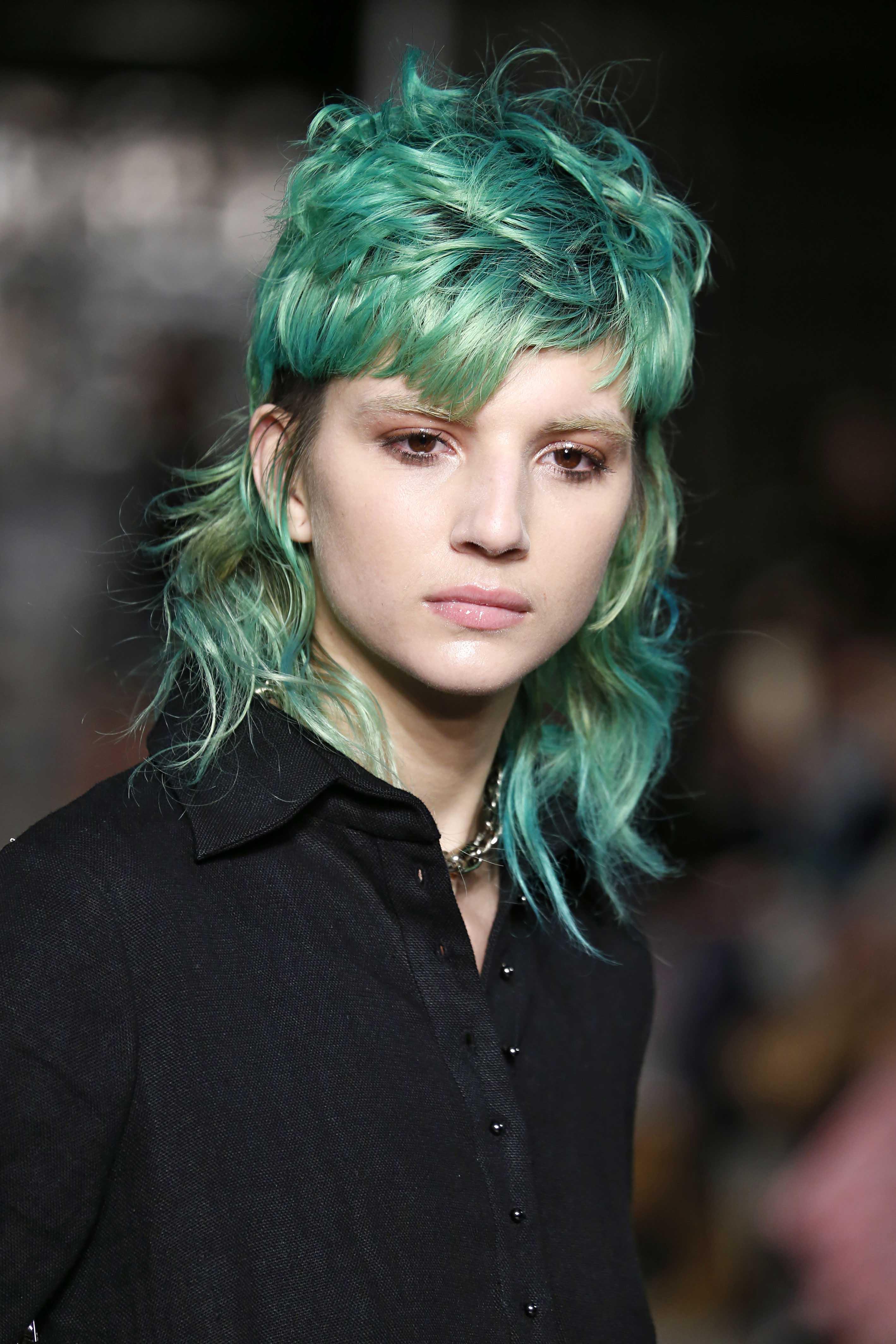 Warna rambut mermaid hair hijau tosca.