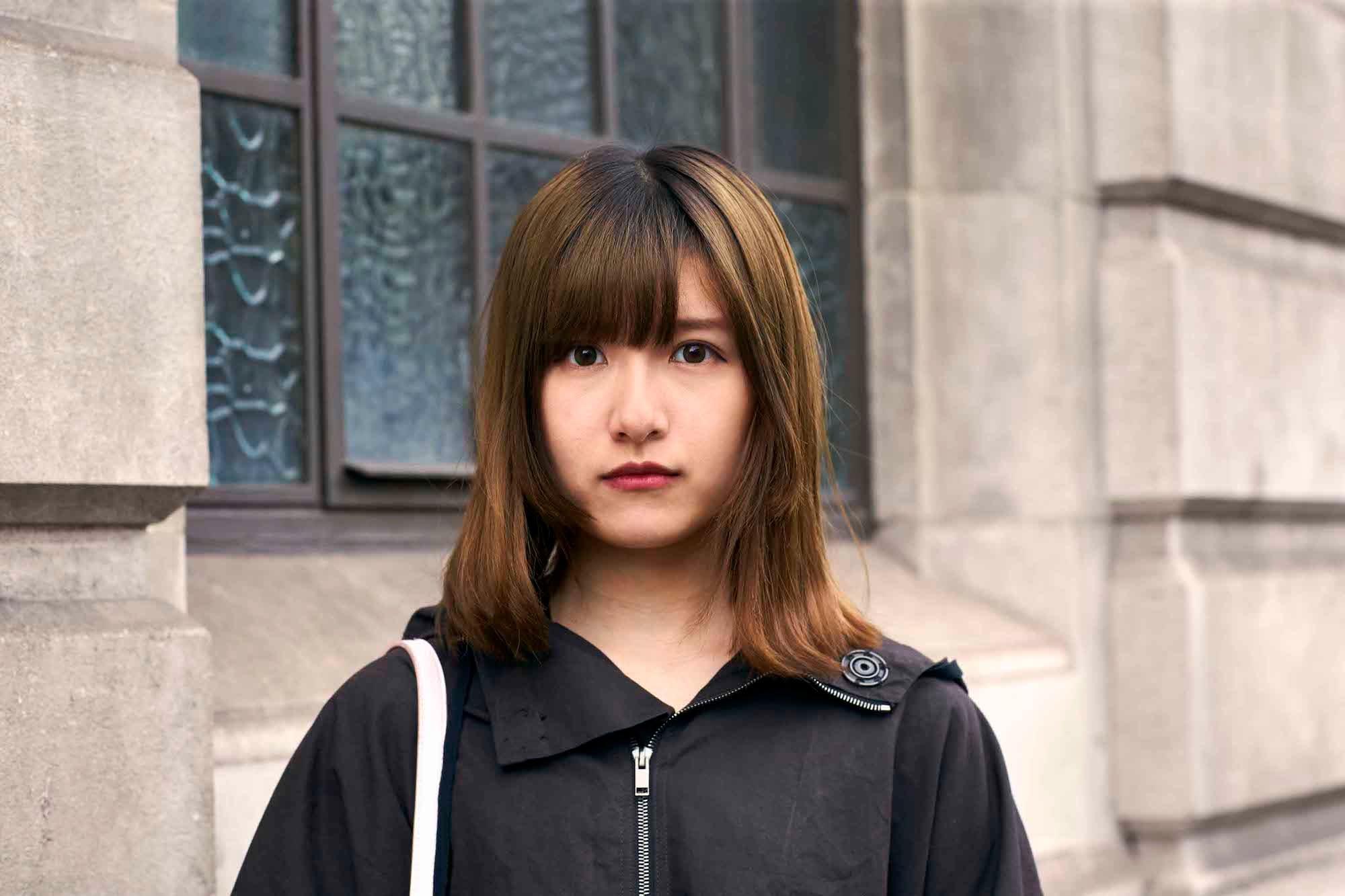 Wanita asia dengan model rambut pendek untuk wajah bulat bob pendek berponi depan dengan layer