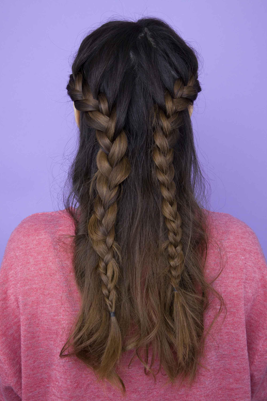 Model rambut french braid pada rambut warna cokelat.