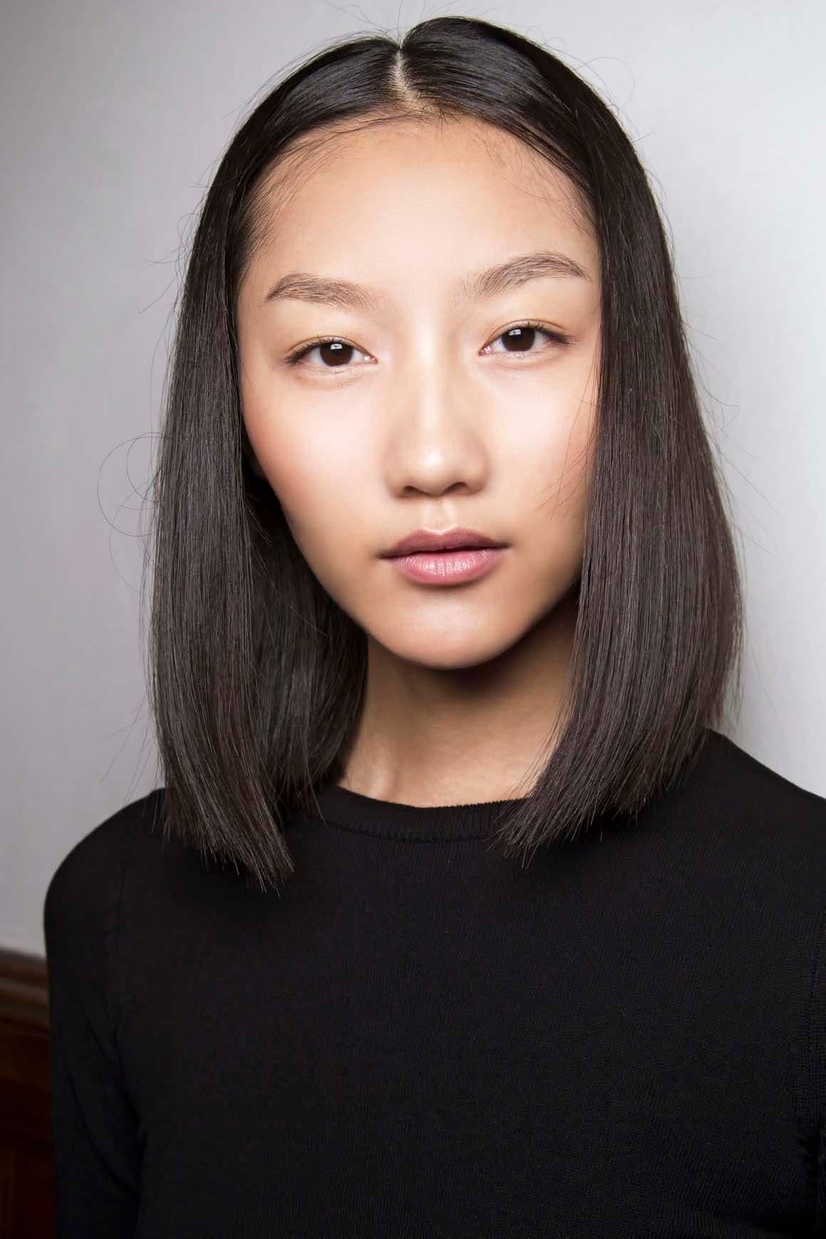 Model Rambut Pendek Mengembang Wanita