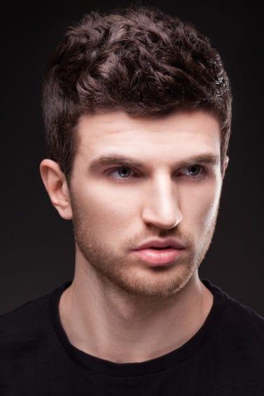 20 Model Rambut Bergelombang Pria Paling Digemari Tahun Ini