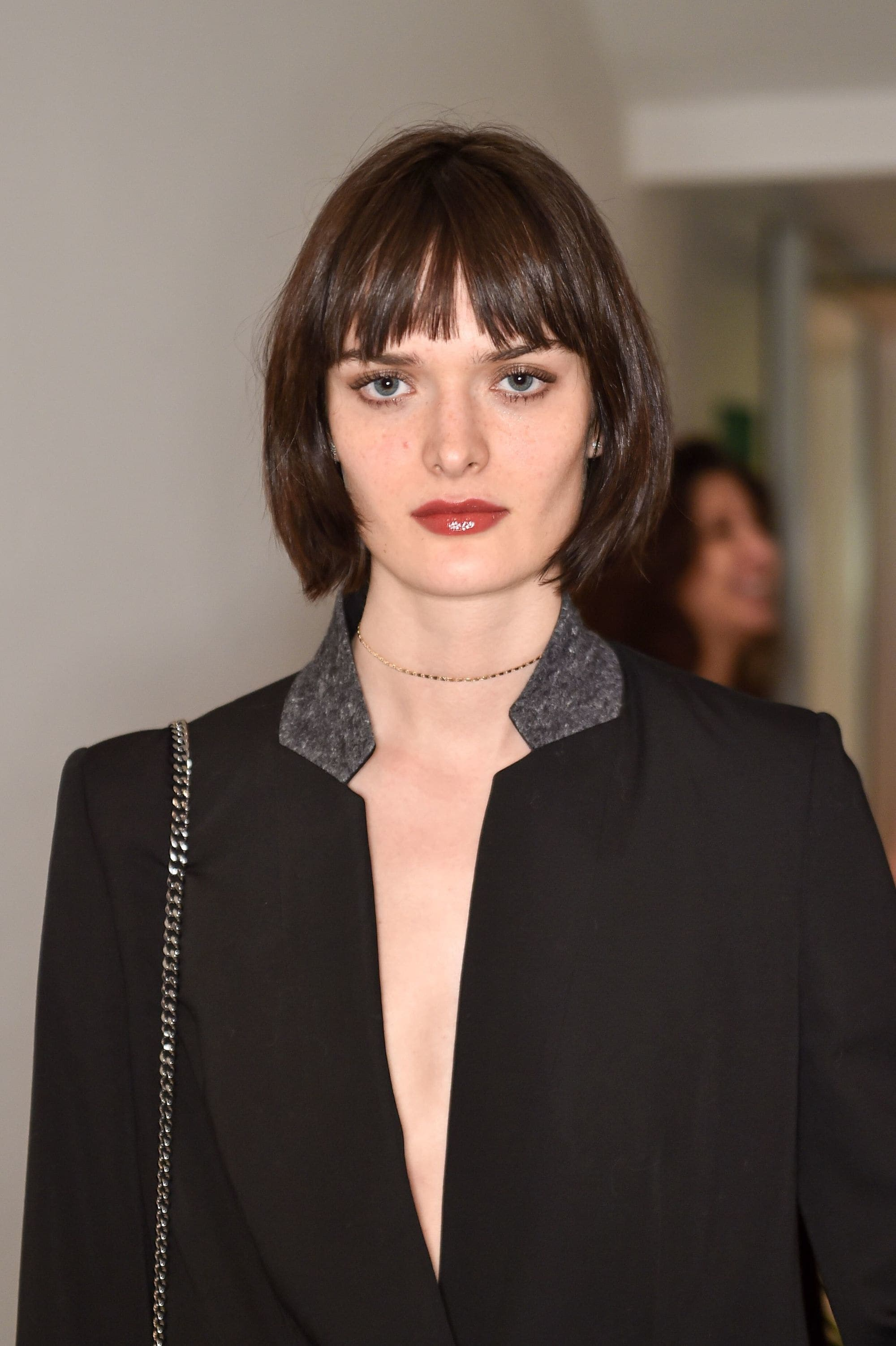 Sam Rollinson gaya French choppy bob