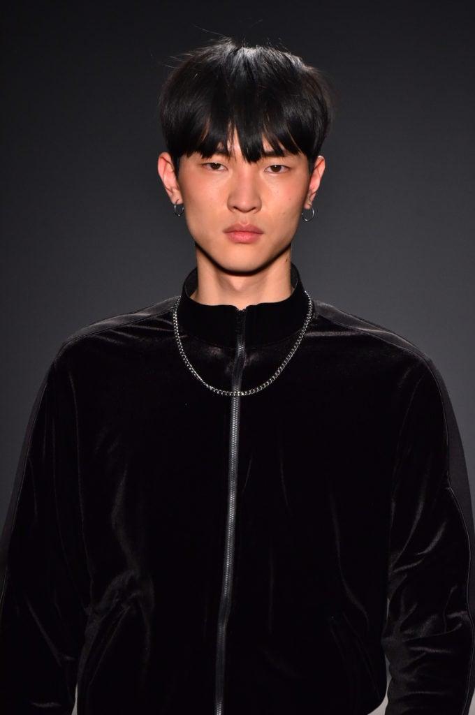 Model Rambut Pria Korea Poni Ke Depan - Galeri Kata