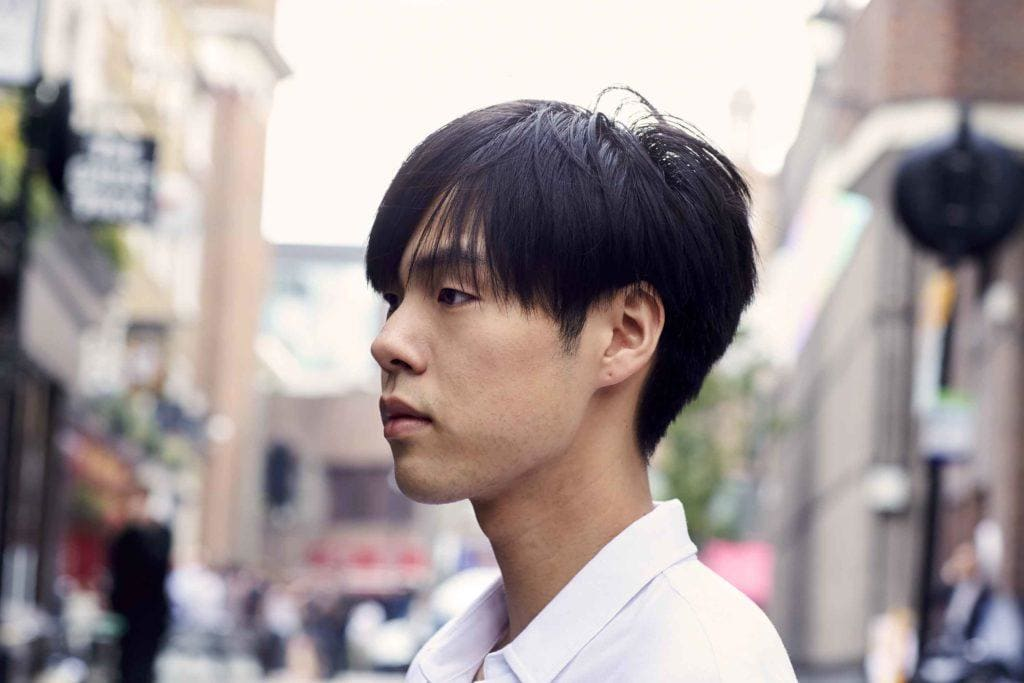 Model rambut pria asia bowl cut poni panjang.