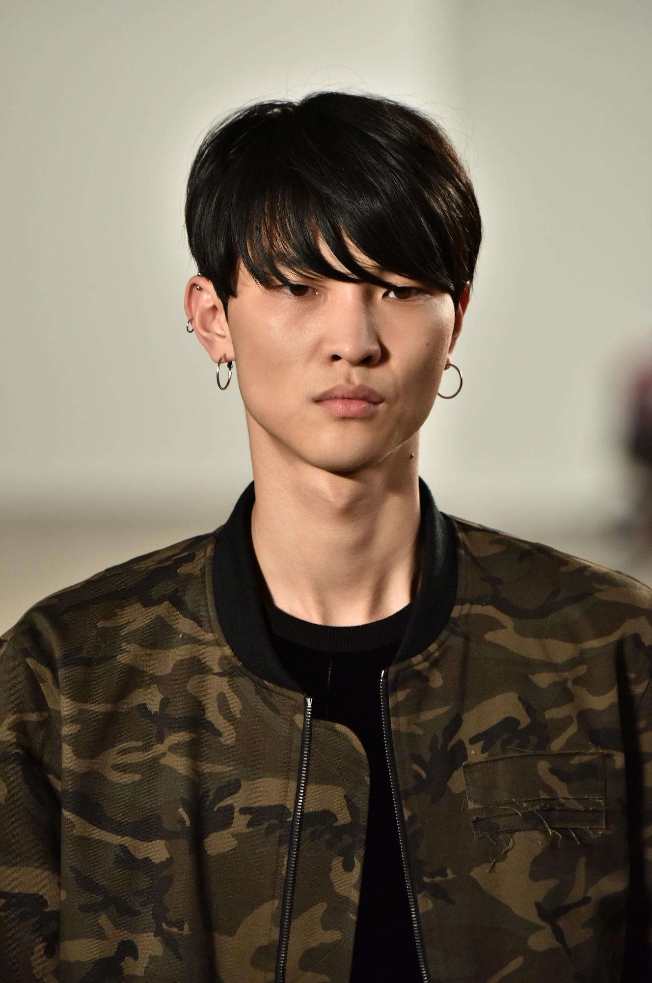 Model rambut pria asia model french crop dengan tekstur.