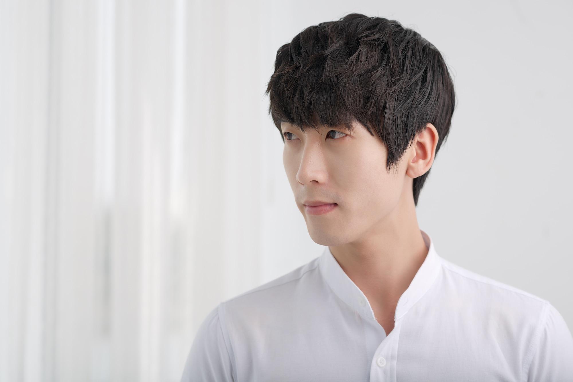 Model rambut pria asia potongan rambut bertekstur.