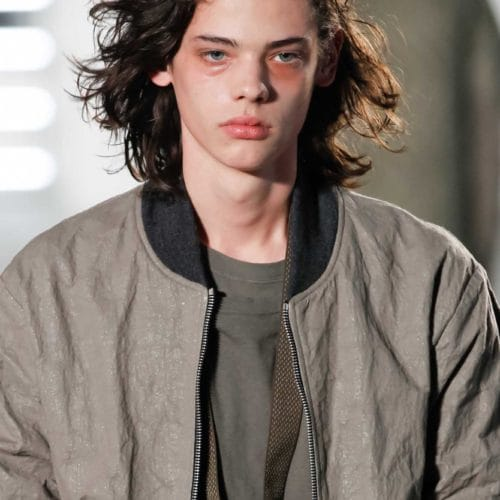 Contoh Model Rambut Panjang Keriting Terbaik ...
