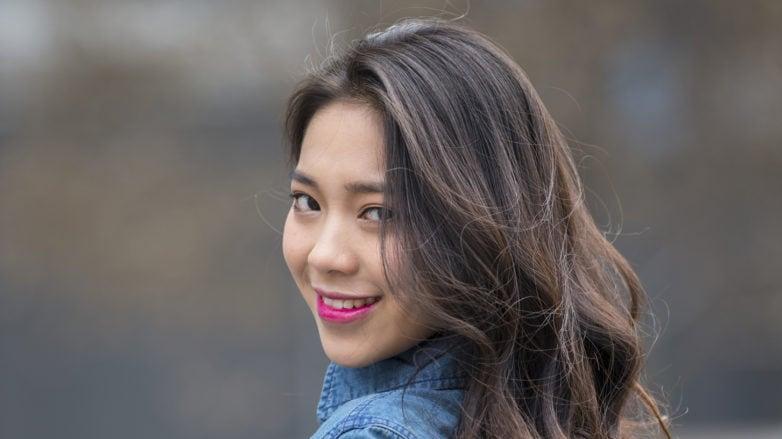 Wanita asia dengan rambut panjang dan hitam