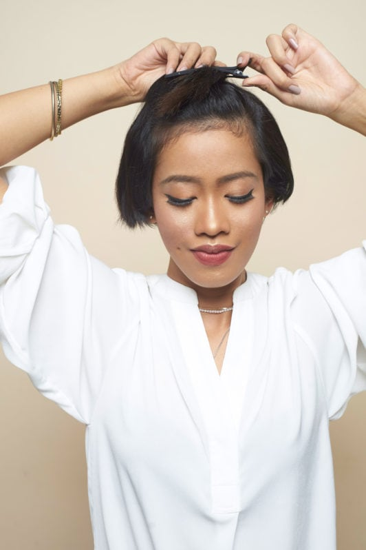 Cara mengeriting rambut pendek - menjepit rambut