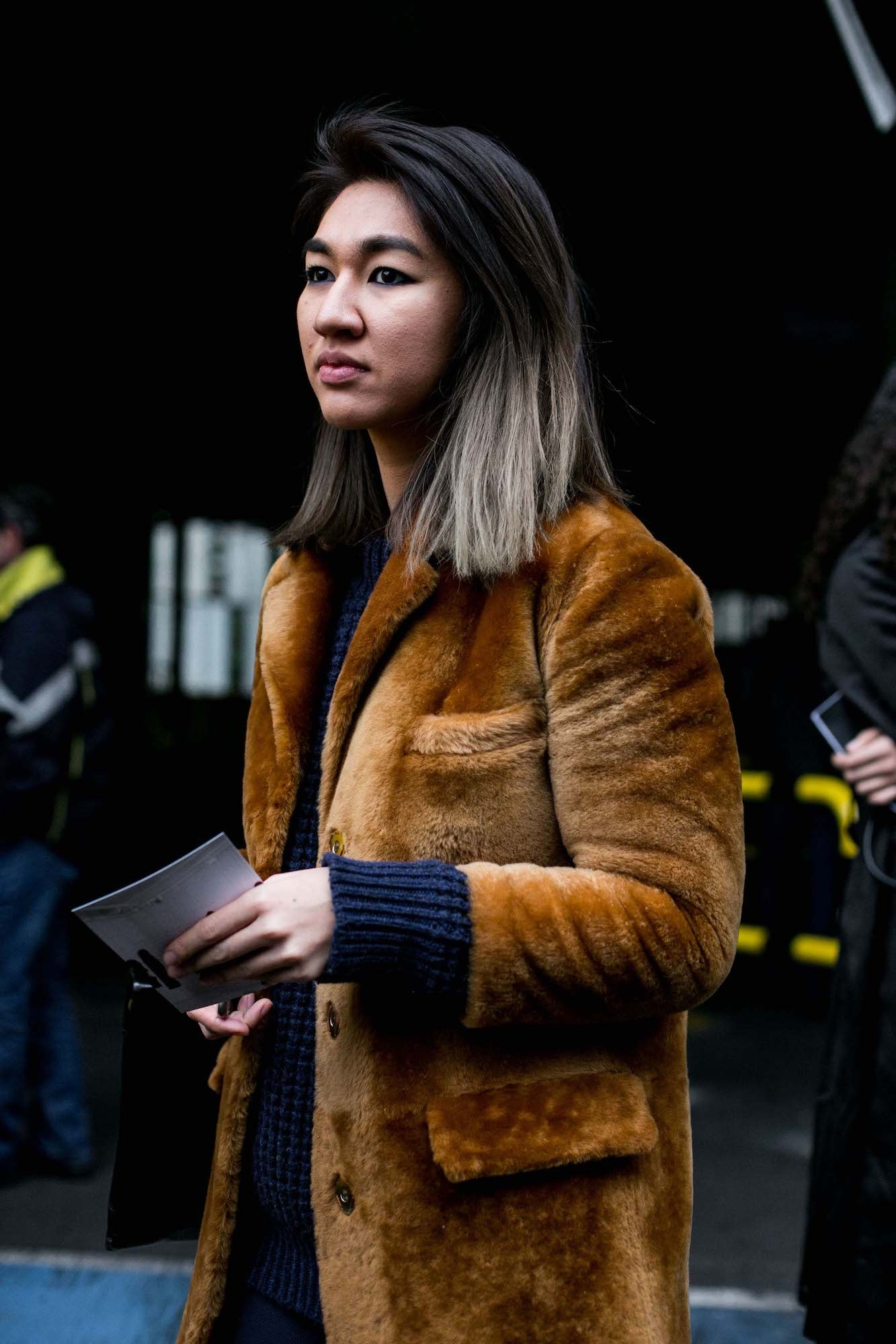 14 Warna Rambut Ombre Abu Abu Yang Cocok Untuk Wanita Indonesia