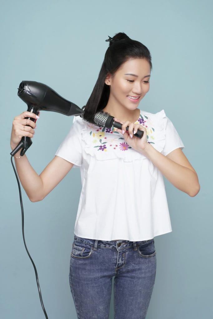 blow rambut sedikit demi sedikit