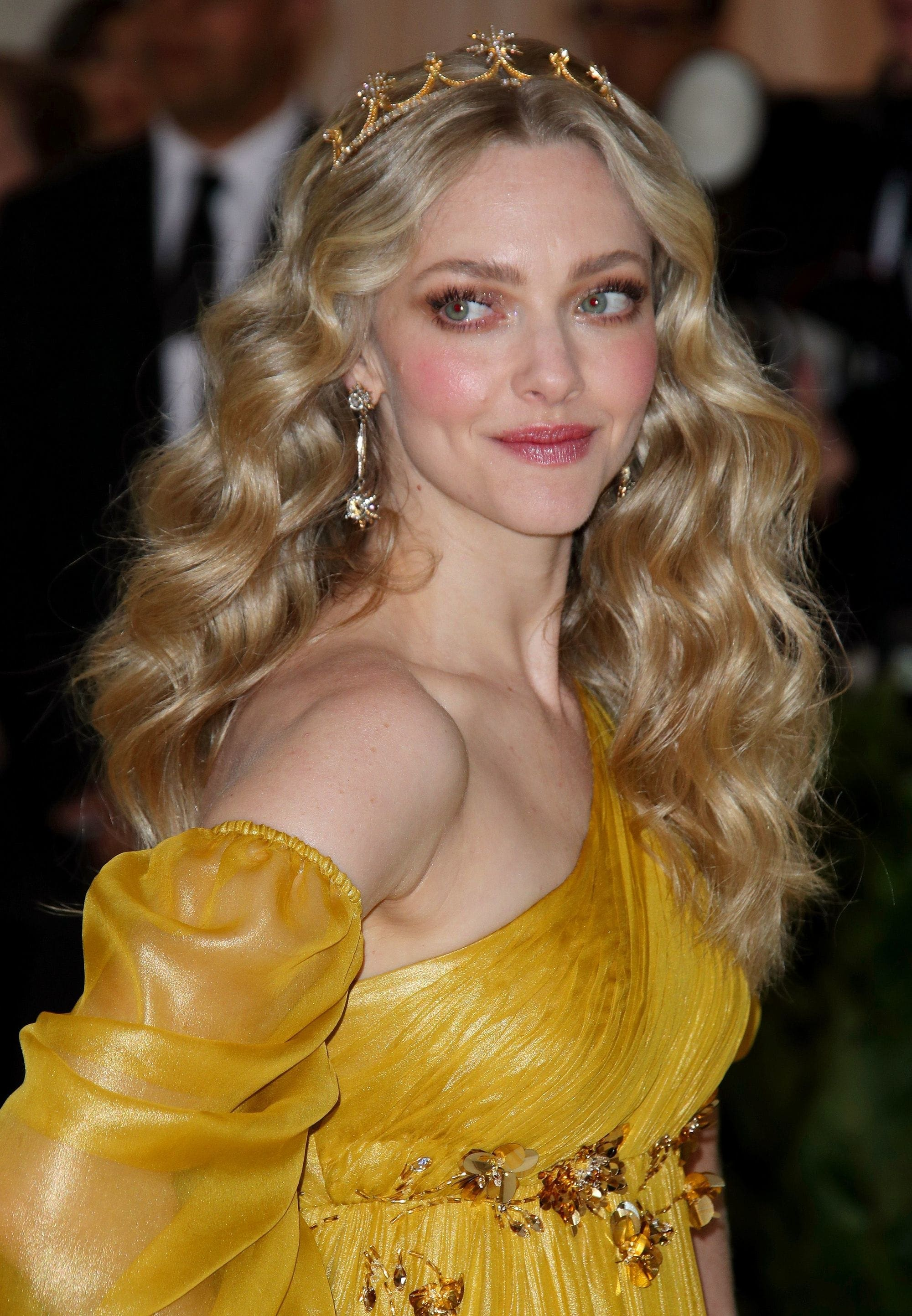 amanda-seyfried-angel-waves.
