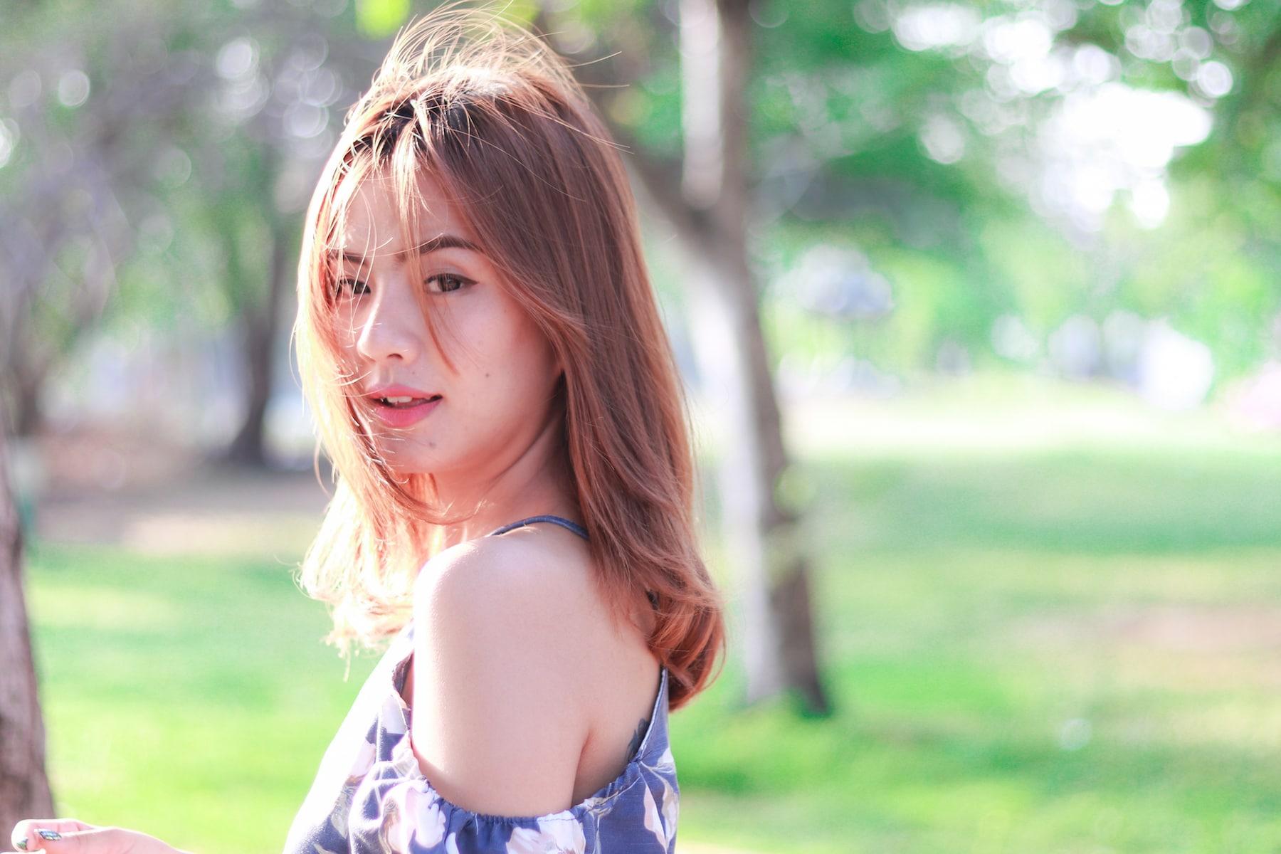 9 Cara gunakan model rambut lurus dengan poni samping
