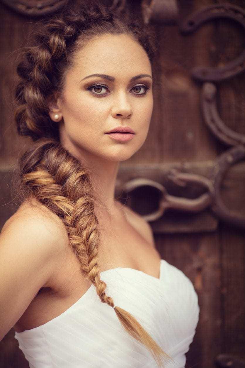 Model rambut yunani dutch braid.