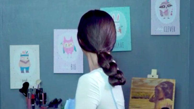 Gaya rambut low braided ponytail