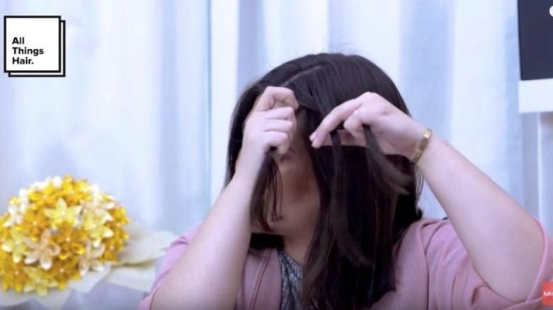 Mulai mengepang rambut untuk ciptakan double braid