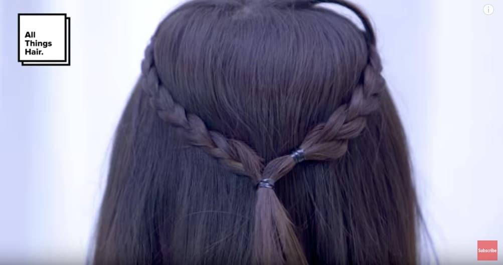 Sarah Ayu dengan rambut kepang dua untuk rambut pendek