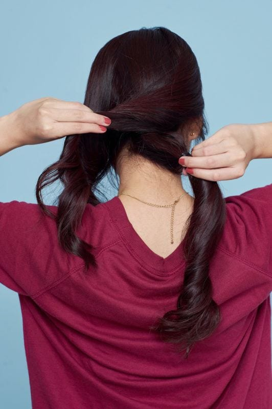 Step 2 - menjalin rambut kanan dan tengah