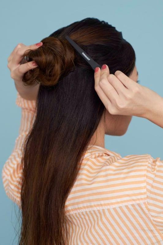 Wanita asia dengan rambut panjang menjepit setengah rambut - cara membuat rambut terlihat tebal