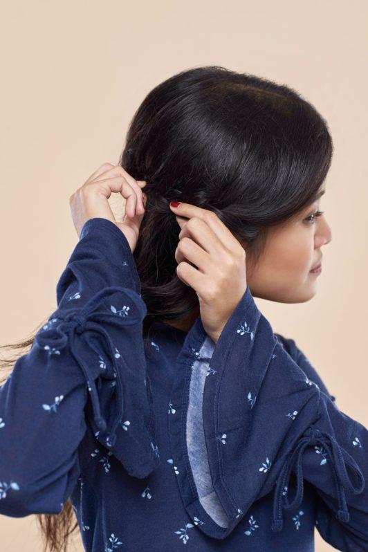 Wanita asia dengan rambut hitam melonggarkan kepang rambut - half crown braid