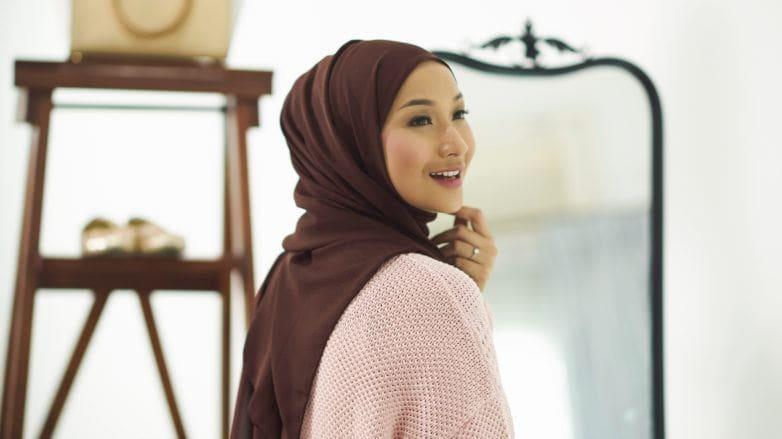 tutorial-menata-gaya-hijab-arab-782x439.jpg