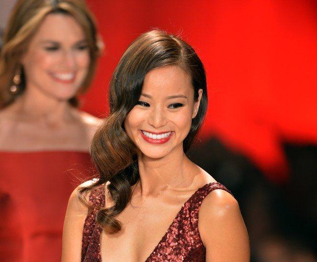 Jamie Chung dengan rambut panjang